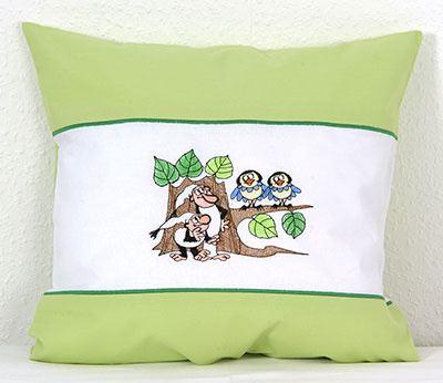 Dětsky povlak na polštářek s výšivkou Křemílek v Vochomůrka s ptáčky