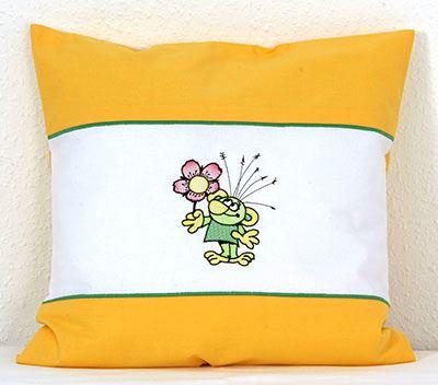 Dětsky povlak na polštářek s výšivkou Rakosníček s kytkou